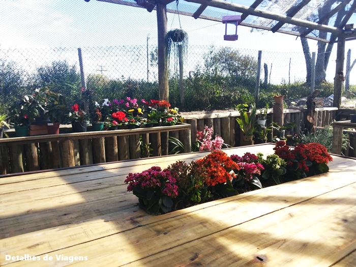 mesa com nicho para flores
