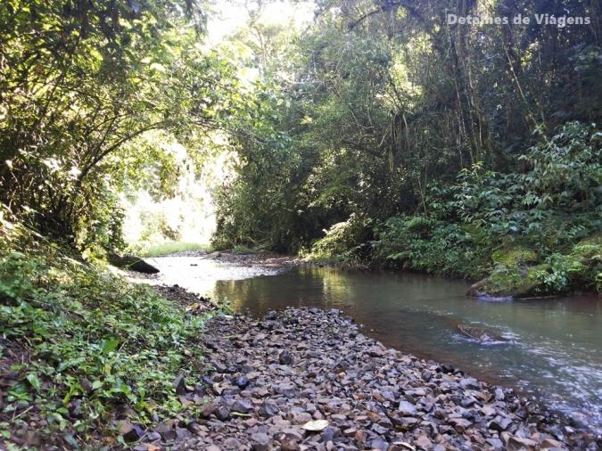 trilha cachoeira da ferradura itirapina