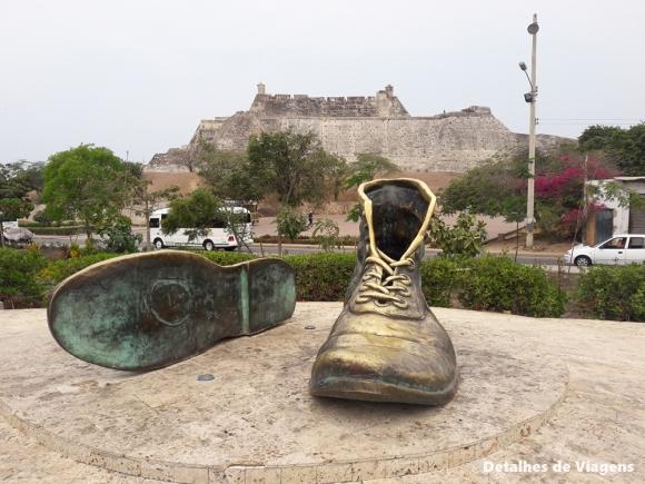 monumento escultura zapatos viejos cartagena
