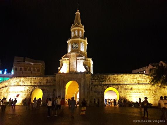 torre del reloj torre do relogio noite cartagena relatos viagem roteiro