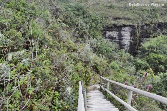 escadas gruta dos viajantes ibitipoca