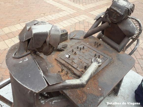 esculturas sucatas plaza san pedro claver cartagena (2)