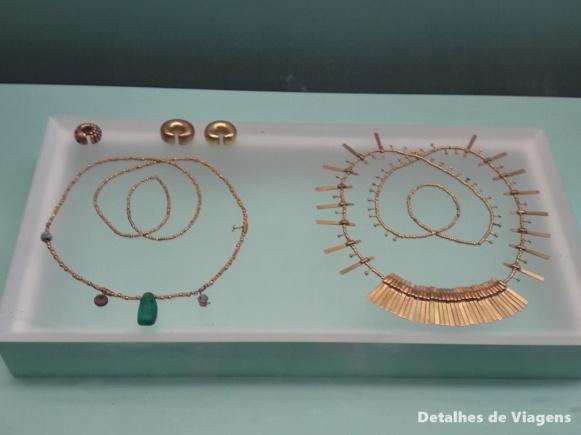 ornamentos joias povo zenu