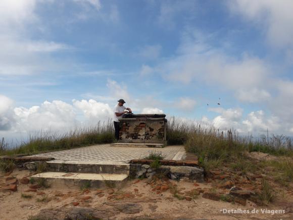 pico do piao ibitipoca ruinas capela