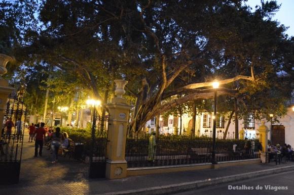 plaza de bolivar cartagena iluminada