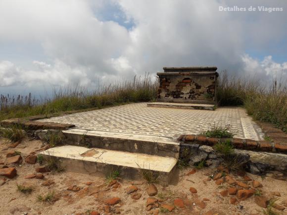 ruinas capela pico do piao ibitipoca
