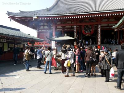 tokyo templo asakusa sensoji incensario relatos viagem roteiro japao dicas o que fazer toquio 2.png