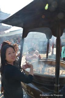 tokyo templo asakusa sensoji incensario relatos viagem roteiro japao dicas o que fazer toquio.png