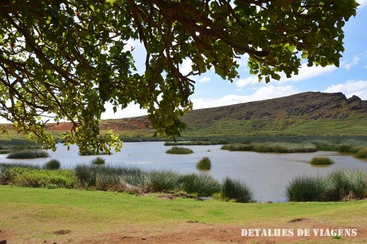 cratera vulcao rano raraku lagoa ilha de pascoa