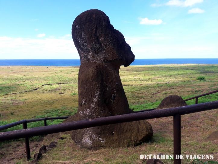 moai de joelhos tukuturi moai ajoelhado rano raraku ilha de pascoa 2