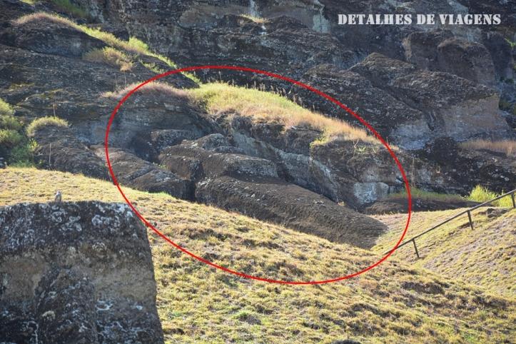moai esculpido cratera rano raraku ilha de pascoa 2.JPG