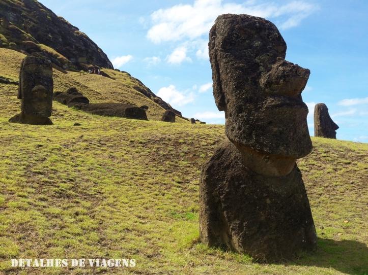 moai estatuas pedra rano raraku ilha de pascoa.jpg
