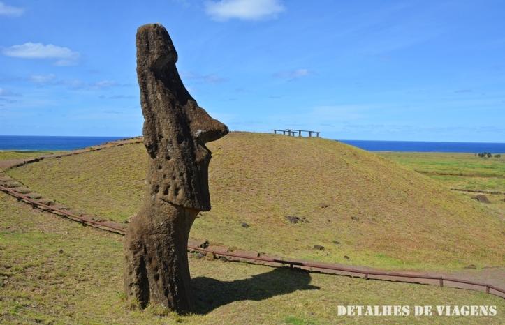 moai rano raraku vulcao ponto turistico ilha de pascoa.JPG